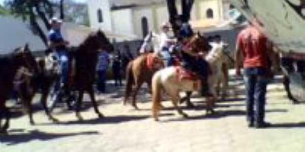 Cavalgado -  Guapirama, Por Elenice Alves de Moraes