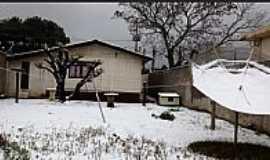 Guarapuava - Casa coberta de neve na madrugada de 23/07/2013 em Guarapuava-PR-Foto:Sandra Algayer