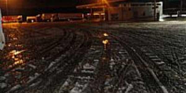 Ruas cobertas de neve na madrugada de 23/07/2013 em Guarapuava-PR-Foto:Álvaro Penerotti