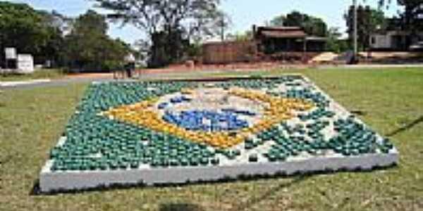 Bandeira do Brasil na Rotatória Central de Icaraíma-PR-Foto:fhsxp