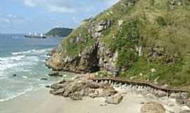 Ilha do Mel - Entrada da Gruta Encantadas em Ilha do Mel-PR-Foto:Paulo Yuji Takarada