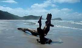 Ilha do Mel - Ilha do Mel-PR-Moumento na praia-Foto:Gustavo Ramos Chagas