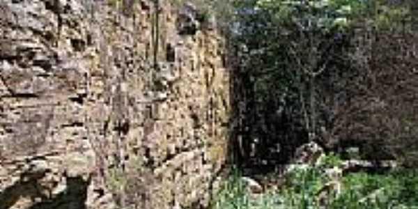Paredão da Fonte Hidrolândia, por Leo Alecrim.