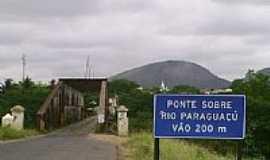 Iaçu - Ponte sobre o Rio Paraguaçu que ao meio dela divide os Municipios Itaberaba x Iaçu por Leo Vieira