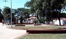 Itambaracá - Itambaracá-PR-Praça no centro da cidade-Foto:Cristiano de Freitas
