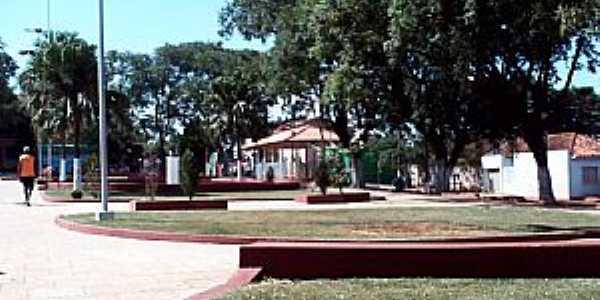 Itambaracá-PR-Praça no centro da cidade-Foto:Cristiano de Freitas