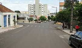 Jandaia do Sul - Jandaia do Sul-PR-Rua Senador Souza Naves-Foto:José Carlos Farina