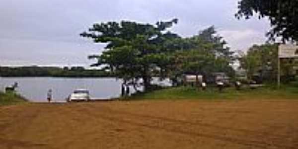 Embarque e desembarque no Rio Paranapanema em Jardim Olinda-PR-Foto:LEOPBS