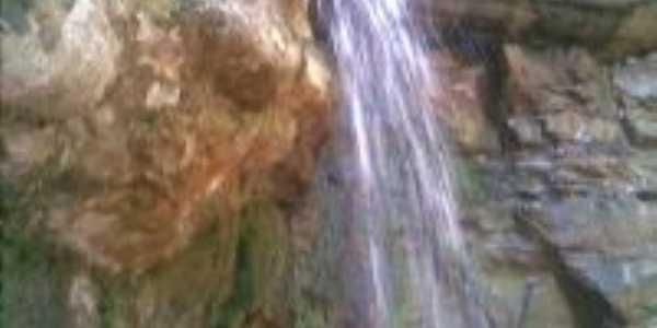 Cachoeira no Vale da Pirambeira, Por Jos� Elias