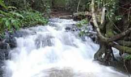 Jussara - Cachoeira em Jussara-Foto:andrekimura