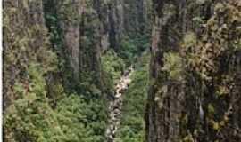 Ibicoara - Canyon da Cachoeira da Fumacinha em Ibicoara-Foto:Jo�o Alves da Silva
