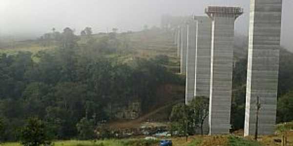 Lajeado Bonito-PR-Ponte em construção na estrada da cidade-Foto:genesiocamargo