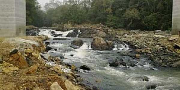 Lajeado Bonito-PR-Rio Barra Grande na estrada da cidade-Foto:genesiocamrgo