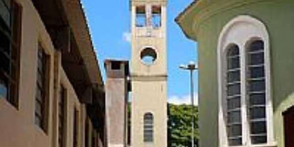 Torre da Igreja Católica de Lobato-Foto:Marcos Dutra
