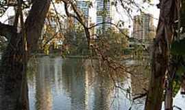 Londrina - Londrina-PR-Lago Igapó com a cidade ao fundo-Foto:Sofia Prado