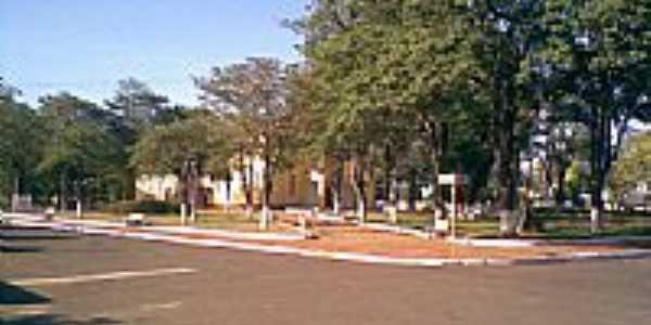 Praça da igreja de Lupionópolis por Paulo R Campos
