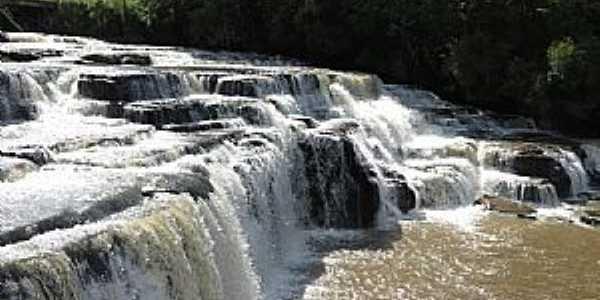Mallet-PR-Cachoeira-Foto:tiago blink