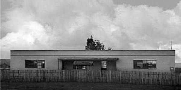 Marilu-PR-Escola de Ensino Fundamental nos anos 80-Foto:www.ietmarilu.seed.pr.gov.br