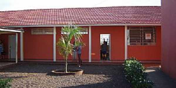 Marilu-PR-Pátio interno da Escola de Ensino Fundamental-Foto:www.ietmarilu.seed.pr.gov..br