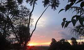 Marumbi - Marumbi-PR-Lindo Pôr do Sol-Foto:Soni George