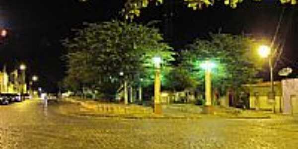Vista noturna da Praça João Victor em Ibirapitanga-BA-Foto:Beto Santana