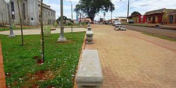 Nova América da Colina-PR-Praça da Matriz-Foto:edimarsantos.com
