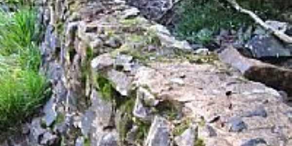 Canal em forma de taipa no moinho em Nova Riqueza-Foto:baggiojr