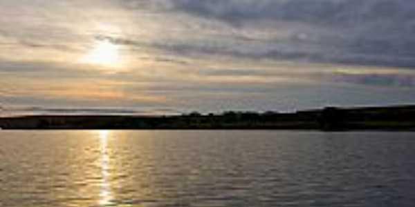 Pôr do Sol no Lago de Paranagi-PR-Foto:Acir Mandello .'.