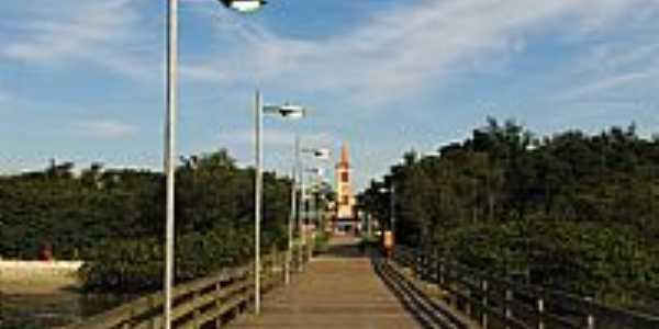 Ponte e ao fundo a Igreja de Paranaguá-PR-Foto:André Bonacin