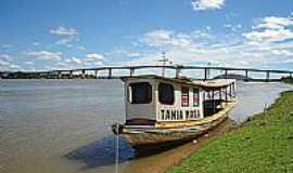Ibotirama - A chalana e a ponte em Ibotirama-Foto:Valter Auster