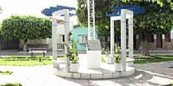 Monumento na pra�a de Ibotirama-Foto:vinicius7.7