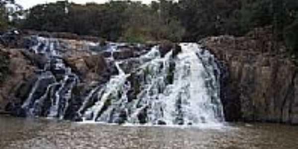 Salto Cassiano em Pinhalão-Foto:valdir merege