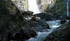 Pinh�o - Cachoeira do Zoraldo em Pinh�o-Foto:Antonio Alves