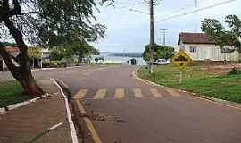 Porto Camargo - Porto Camargo-PR-Praça da Matriz e ao fndo o Rio Paraná-Foto:CAMARGO