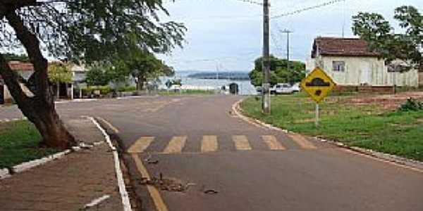 Porto Camargo-PR-Praça da Matriz e ao fndo o Rio Paraná-Foto:CAMARGO