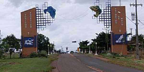 Primeiro de Maio-PR-Pórtico de entrada da cidade-Foto:papelada.com.