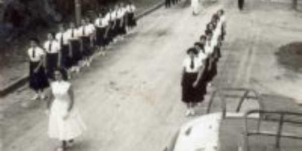 observem a imagem,não existia nada ainda construido.desfile das normalistas!!!, Por juracy gusmão