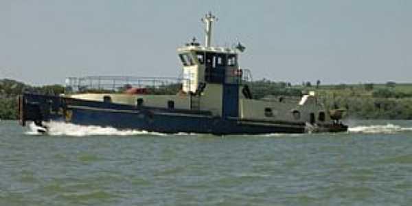 Querência do Norte-PR-Barco no Rio Paraná-Foto:arthurqcia