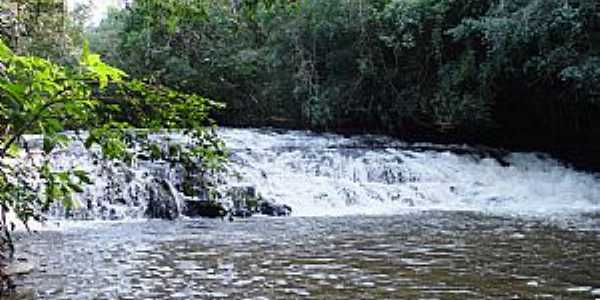 Roncador-PR-Cachoeira no Parque Gabirobas-Foto:ivanir furlin
