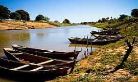 Iguira - Iguira-BA-Barcos de pesca no rio-Foto:Edsonnogueira