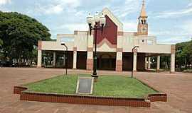 Santa Fé - Antiga foto da Igreja católica que fica localizada na praca Pio XII da cidade de Santa Fé.