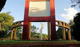 Santa Helena - Santa Helena-PR-Monumento � Passagem da Coluna Prestes-Foto:Ricardo Mercadante