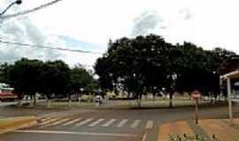 S�o Pedro do Igua�u - Pra�a principal na Avenida S�o Paulo em S�o Pedro do Igua�u -PR-Foto:Ricardo Mercadante