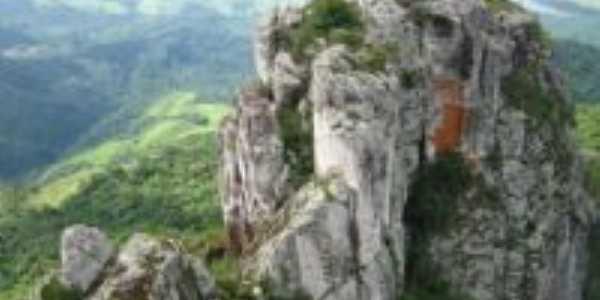 Pico Agudo, Por Dayhane