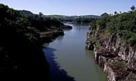 Saudade do Iguaçu - Rio Iguaçu em Saudade do Iguaçu-PR-Foto:Loivinho A.M.França