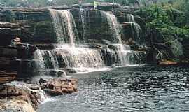 Iramaia - Iramaia-BA-Cachoeira das Andorinhas-Foto:Flor da chapada