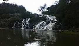 Tijucas do Sul - Tijucas do Sul-PR-Cachoeira do Saltinho-Foto:www.turismo2rodas.com.br