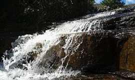 Tijucas do Sul - Tijucas do Sul-PR-Cachoeira na Serra do Araçatuba-Foto:Adilson de Souza