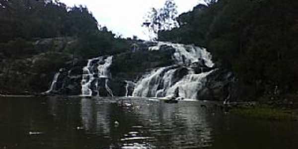 Tijucas do Sul-PR-Cachoeira do Saltinho-Foto:www.turismo2rodas.com.br