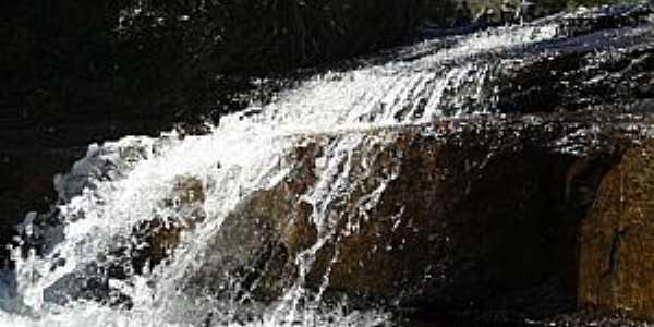Tijucas do Sul-PR-Cachoeira na Serra do Araçatuba-Foto:Adilson de Souza